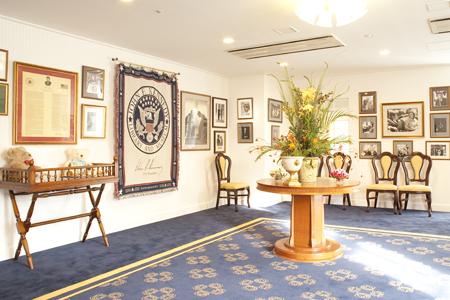 マサチューセッツ州が輩出したJ・F・ケネディ第35代大統領ゆかりの写真と品々。